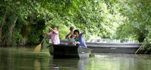balade en barque le long d'une conche